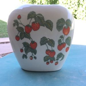 Strawberry vine vase